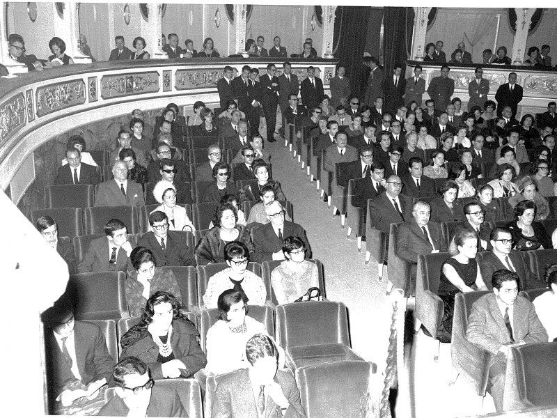 Pubblico a concerto al Teatro Comunale 1968