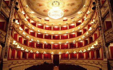 Michele Mirabella racconta il Melodramma in Abruzzo con l'Orchestra Sinfonica Abruzzese. Bicentenario del Teatro Marrucino di Chieti